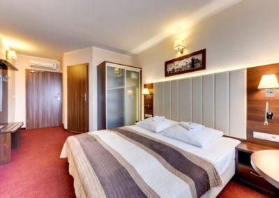 przestronny pokój hotelowy w Amber Gdańsk