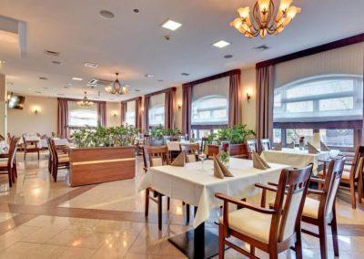stoły restauracyjne w hotelu amber gdańsk