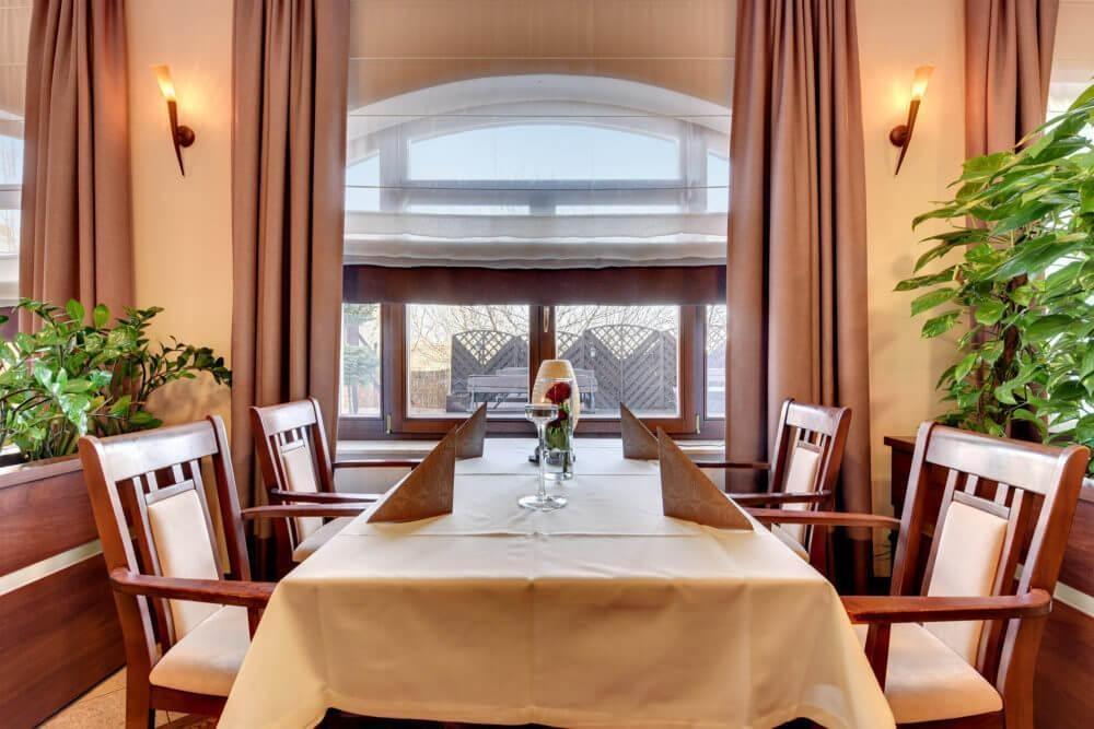 Hotelowe restauracje – czy warto z nich korzystać?