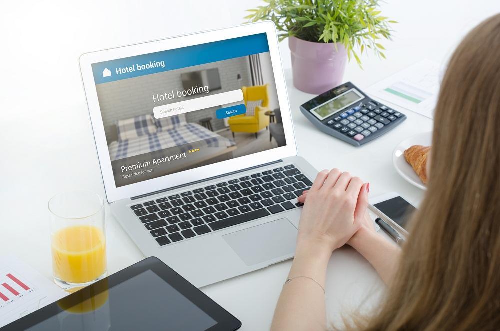 Rezerwacja miejsc hotelowych online – zalety rozwiązania