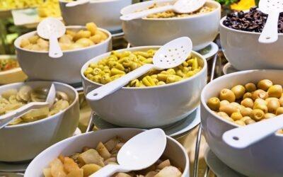 Jak korzystać z bufetu w formie szwedzkiego stołu?