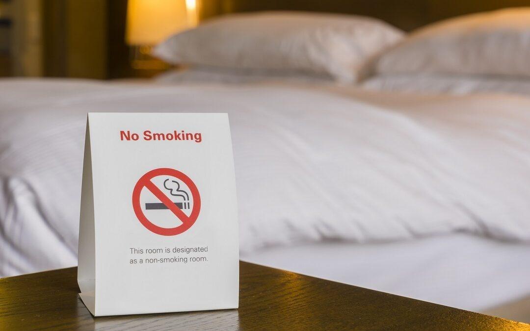 Wszystko, co trzeba wiedzieć o paleniu papierosów w hotelu