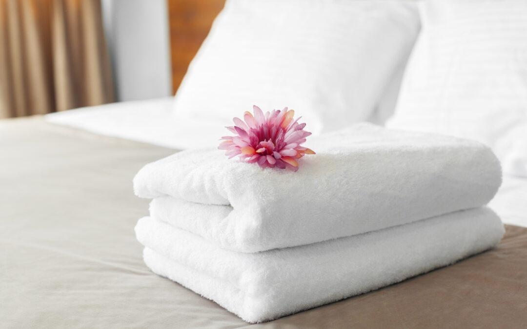 Ręczniki w hotelu – kiedy są wymieniane i czy wszystkie hotele je zapewniają?